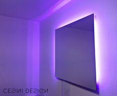 Specchio retroilluminato, colore variabile tramite telecomando, dimensioni 80x80, spessore cm 4 - Backlit mirror, color changing by remote control, dimensions 80x80, thickness cm 4