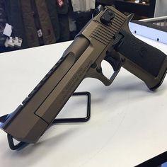 Magnum Research Desert Eagle 50AE | #bolsaguns by gun