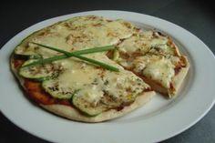 Prepara una pizza de zuchinni, ajo y parmesano
