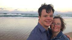 La lucha de una pareja con síndrome de Down, que desea tener hijos contra el criterio de sus padres