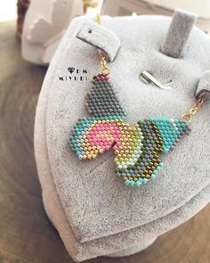 Kelebek model kolye ꕥ ꕥ 💙🦋🦋✨ Tasarım bana aittir. ۵ ۵ ۵ ۵ ۵ ۵ ۵ ۵ ۵ ۵ ۵ ۵ ۵ ۵ ۵ ۵ ۵ ۵ ۵ ۵ ۵ ۵ ۵ ۵ ۵ ۵ ۵ ۵ ۵ ۵ ۵ ۵ ۵ ۵ ©️Tasarım✂️&Fotoğraf📸 ➡️Dm miyuki -İzinsiz kullanmaynız! Bead Jewellery, Bead Earrings, Beaded Jewelry, Crochet Earrings, Handmade Jewelry, Beaded Bracelets, Peyote Stitch Patterns, Beading Patterns, Beaded Animals