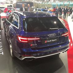 Navarra blue RS4 looking 'almost' hot at #Viennaautoshow The chrome is maybe too much 'bling' v6 - BI-Turbo - 2.9l - 450hp @audiaustria #messewien / #viennaautoshow2018 ---- oooo #audidriven - what else ---- . . . . #AudiRS4 #RS4 #RS4Avant #quattro #bluers4 #drivenbyvorsprung #Audi #newrs4color #navarrablue #igersaustria #igersvienna #vienna #austria #audiaustria #österreich #audiösterreich
