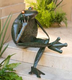 Thinking Frog Metal Yard Sculpture/Wind and Weather