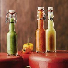 Einwecken ist das neue Salatschnippeln: Von Chilischote bis Quittenmus lässt sich fast alles ins Einmachglas bringen. Diese vier Rezepte zeigen, wie einfach das geht. Chili Sauce, Hot Sauce Bottles, Pesto, Bbq, Food And Drink, Drinks, Dressings, Creme, Butter