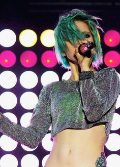 Hayley Williams 2014 Outfit | Grey Sparkly Shirt, Neon Crop Top #Blue hair