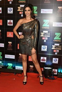 Disha Patani @ Zee Cine Awards 2017 Red Carpet Photos