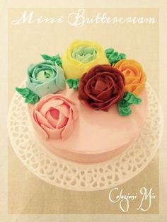 Mini Roses Buttercream Cake