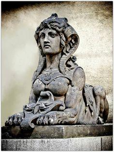 Roman Sculpture, Sculpture Art, Le Sphinx, Europe Centrale, Mythological Creatures, Egyptian Art, Green Man, Ancient Art, Alchemy