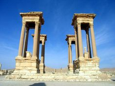 Tetrapylon Palmyra in Syria 001 - Grande colonnade à Palmyre - Wikipedia Land Before Time, Aleppo, Archaeological Site, Ancient Architecture, Ancient Civilizations, Ancient Greece, Roman Empire, Damascus, Archaeology