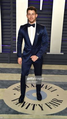 Nick Jonas Images, What A Beautiful Name, Jonas Brothers, Famous Faces, Shawn Mendes, Hot Guys, Daddy, Singer, Actors
