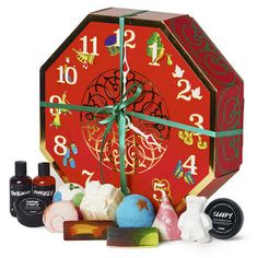 12 Days Of Christmas: With 12 limited edition holiday treats packed inside a reusable hat box, this gift is perfect for giving and receiving. You'll have enough Lush to take you right through to the big day or plenty of skincare treats to last you into the New Year. Lush Christmas Gifts, Candy Christmas Decorations, Christmas Gift Sets, Vegan Christmas, 12 Days Of Christmas, Christmas Countdown, Christmas Calendar, Christmas Makeup, Christmas Shopping