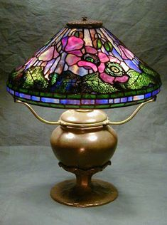 Tiffany Style Poppy On Flower Petal Base. Leaded Glass, Mosaic Glass, Glass Art, Stained Glass Table Lamps, Tiffany Stained Glass, Chandeliers, Chandelier Lamp, Antique Lamps, Vintage Lamps