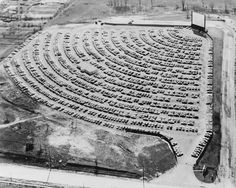 """Who remembers going to the Drive-In? We love this photo of a packed lot in South Bend, Indiana in the What movies do you remember seeing at the Drive-In? Hit """"Share"""" to pass on the memory from >> Old Photo Archive Iconic Photos, Photos Du, Great Photos, Old Photos, Drive In Cinema, Drive In Movie Theater, Movie Drive, South Bend Indiana, Photo Vintage"""