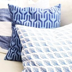 Pillow pattern play. Blue and white forever!!! Tap for sources. http://ift.tt/1JhoRaY