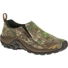 Venture out with unlimited roaming abilities in Merrell's RealTree Jungle Moc slip-on.