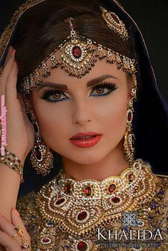 Gorgeous Arabic, Pakistani wedding makeup The post Gorgeous Arabic, Pakistani wedding makeup appeared first on Lynne Seawell& World. Arabic Makeup, Indian Bridal Makeup, Indian Bridal Fashion, Indian Wedding Jewelry, Asian Bridal, Indian Jewelry, Bridal Jewelry, Bride Makeup, Wedding Makeup