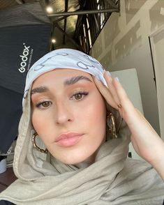 Modern Hijab Fashion, Street Hijab Fashion, Hijab Fashion Inspiration, Muslim Fashion, Modest Fashion, Classy Aesthetic, Aesthetic Hair, Hijab Style Tutorial, Muslim Beauty