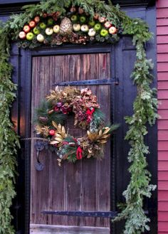 Wicked 40+ Awesome Christmas Door Decorating For Your Holiday Celebration At Home https://decoredo.com/14319-40-awesome-christmas-door-decorating-for-your-holiday-celebration-at-home/