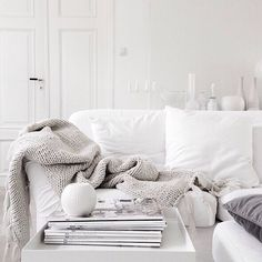 all white living room. Before husband, then dog, then baby! Living Room Grey, Living Room Sofa, Living Room Interior, Home Interior, Home Living Room, Living Room Decor, Cozy Living, Decor Scandinavian, Ideas Hogar