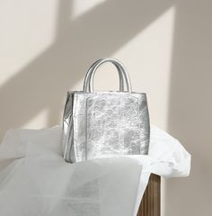Vegan, sustainable luxury handbags. Made in Italy. FREE SHIPPING & RETURNS worldwide.
