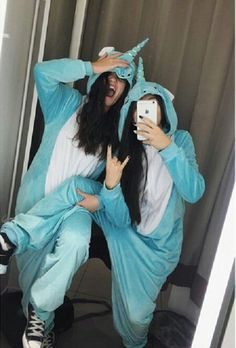 sleepover pics pics to recreate w your bff Easiest to hardest For more leave a and a . Also please lpuer_lunal (me) ty Best Friends Shoot, Best Friend Poses, Cute Friends, Girls Best Friend, Photos Bff, Friend Photos, Bff Pics, Shooting Photo Amis, Friend Tumblr