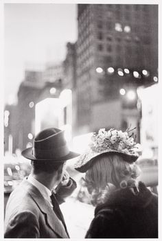 Louis Faurer, Wedding Cake Hat on Times Square, New York City, Auktion 1050 Photographie, Lot 61 Great Photos, Old Photos, Vintage Photos, Vintage Photography, Street Photography, Travel Photography, Louis Faurer, New York City, Online Katalog