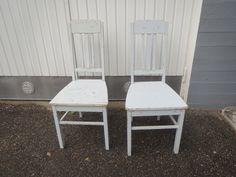 Kauniit jugend-tuolit, maalipinnassa kulumaa, liimaukset kunnossa.  MYYTY.