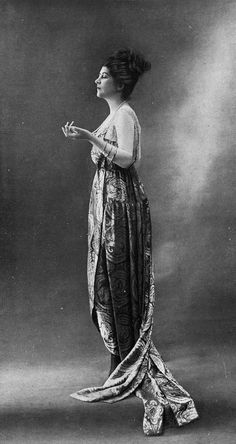 Evening gown by Worth, Les Modes 1918 (N177). Photo by Félix..