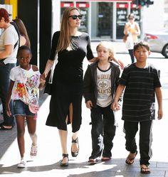 Angelina mit Zahara, 8, Shiloh, 7, und Pax, 9, im vergangenen Herbst in Australien - wo Angelina einen neuen Film produzierte.