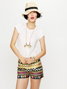 Colorful tribal shorts for one hot mama -- all over embellished short Short Outfits, New Outfits, Cute Outfits, Mode Style, Style Me, Tribal Shorts, Tribal Outfit, Embellished Shorts, Daily Dress