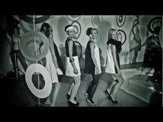 """STRACHY NA LACHY - Mokotów  Teledysk zespołu STRACHY NA LACHY do utworu """"MOKOTÓW"""".  Singiel ten jest zapowiedzią dwóch wydawnictw - koncertowego DVD, które ukazało się 27 września 2012 r. oraz studyjnej płyty zespołu, która ukaże się w lutym 2013 roku.     DVD """"Przejście"""" można zamówić w sklepie S.P. Records tutaj: http://www.sprecords.pl/muzyka/strachy-na-lachy/strachy-na-lachy-przejscie-dv... Polecamy!"""