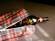 Shoe Bag Red Tartan Plaid / Vintage bowling shoe case, now useable as an wine carrier (also holds several acrylic wine glasses) or as a hair tool luggage piece! Only $26