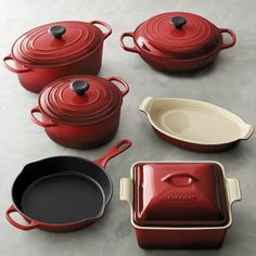 Another reason to always have my Viva Vantage design towels close by. HOW can anyone use this Le Creuset Cast Iron & Stoneware Cookware Set unless they have the Viva Vantage design towels nearby? Le Creuset Cast Iron, Le Creuset Cookware, Cast Iron Cookware, Cookware Set, Red Kitchen, Kitchen Items, Kitchen Gadgets, Pots And Pans Sets, Cocinas Kitchen