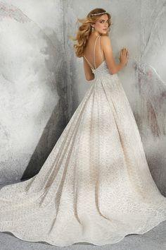 7740de9df4 Romantikus báliruha fazonú esküvői ruha egyedi hímzésű csipkeruhával,  illúzió betétekkel a Morilee 2019 évi esküvői