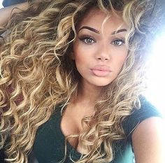 Lord i wish i had these curls! ! So gorgeous!  Idk why ppl with curls hate then! !!??
