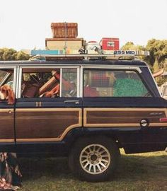 Loaded up Jeep Wagoneer Make that a stationwagon and it looks like our family trips when I was a kid! One hotel, two beds, parents in one bed, two kids in the other and 3 kids on a made-up pallet of comforters and blankets on the floor - loved it! Dream Cars, My Dream Car, Dream Auto, Buick, Tommy Hilfiger, Cars Vintage, Vintage Trailers, Vintage Jeep, Vintage Picnic