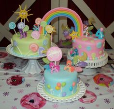 Vanilla cake with fondant. Lollipops,ballons,stars,sun & rainbow in gumpaste. The ponys are toys.