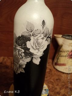 fles in 2 kleuren, gescheiden door een papieren bloemenrand