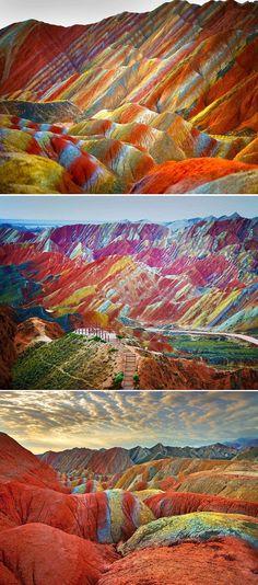 Formação única deixa montanhas coloridas na China. Parque Geológico Zhangye Danxia recebe cada vez mais turistas.  Desenhos foram sendo criados durante 24 milhões de anos.