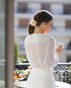 Today's highlight - a relaxing moment having coffee in my room terrace, while enjoying the sun! A very Parisian morning wearing @alexandredeparis_official camelia hair piece🌸✨ #pfw --------- Momento mais delicia de hoje - tomando um café tranquila na varanda do quarto, aproveitando o Solzinho gostoso. Uma manhã bem Parisiense usando a famosa Camelia de @alexandredeparisbrasil ✨ (Falei um pouco dessa marca que tanto amo no stories - confira alguns mimos que ganhei por lá)…