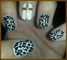 NAILS animal print white and golden cross - Arte en tus uñas by @Nails_Da Follow on Twitter: https://twitter.com/Nails_Da