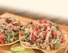 Platillo fácil, económico y delicioso. Esta receta la puedes utilizar en casos de emergencia, o en esos domingos de botana. Esta hecha a base de atún y verduras que siempre tenemos en el refrigerador.