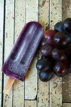 Picolé de uva a base de água.