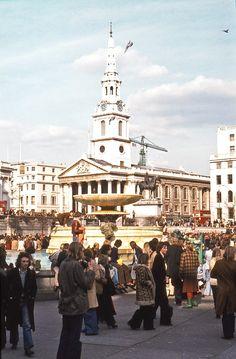 Trafalgar Square, April 1976 b David Rostance - Flashbak Trafalgar Square, Vintage London, Old London, West London, London Paddington Station, London History, British History, London Look, England