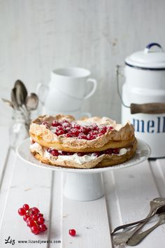 ... meringue berry cake ... (scroll down for English)