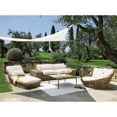 Chaise longue da giardino in rattan e cuscini color avorio