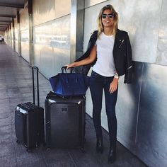 If you want light but strong luggages that will last for years, you have to choose one of the 3 following brands. Rimowa, Samsonite and Tumi are the best luggages you can have for traveling. They are light, solid and trendy from dark to flashy colors or printed ones.