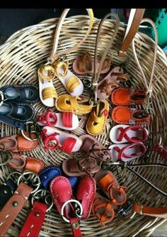 Leather Leather Jewelry, Leather Craft, Doll Shoe Patterns, Leather Bag Pattern, Fabric Bows, Sewing Dolls, Leather Keychain, Doll Shoes, Leather Design