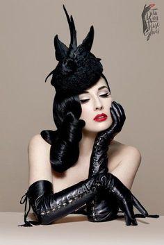 Fascinator, Dita Von Teese Style, Dita Von Teese Burlesque, Foto Glamour, Dita Von Tease, Frauen In High Heels, Estilo Pin Up, Turbans, Pin Up Style