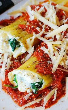 Stuffed manicotti pasta shells with ricotta cheese and spinach filling | Italian dinner, main dish idea